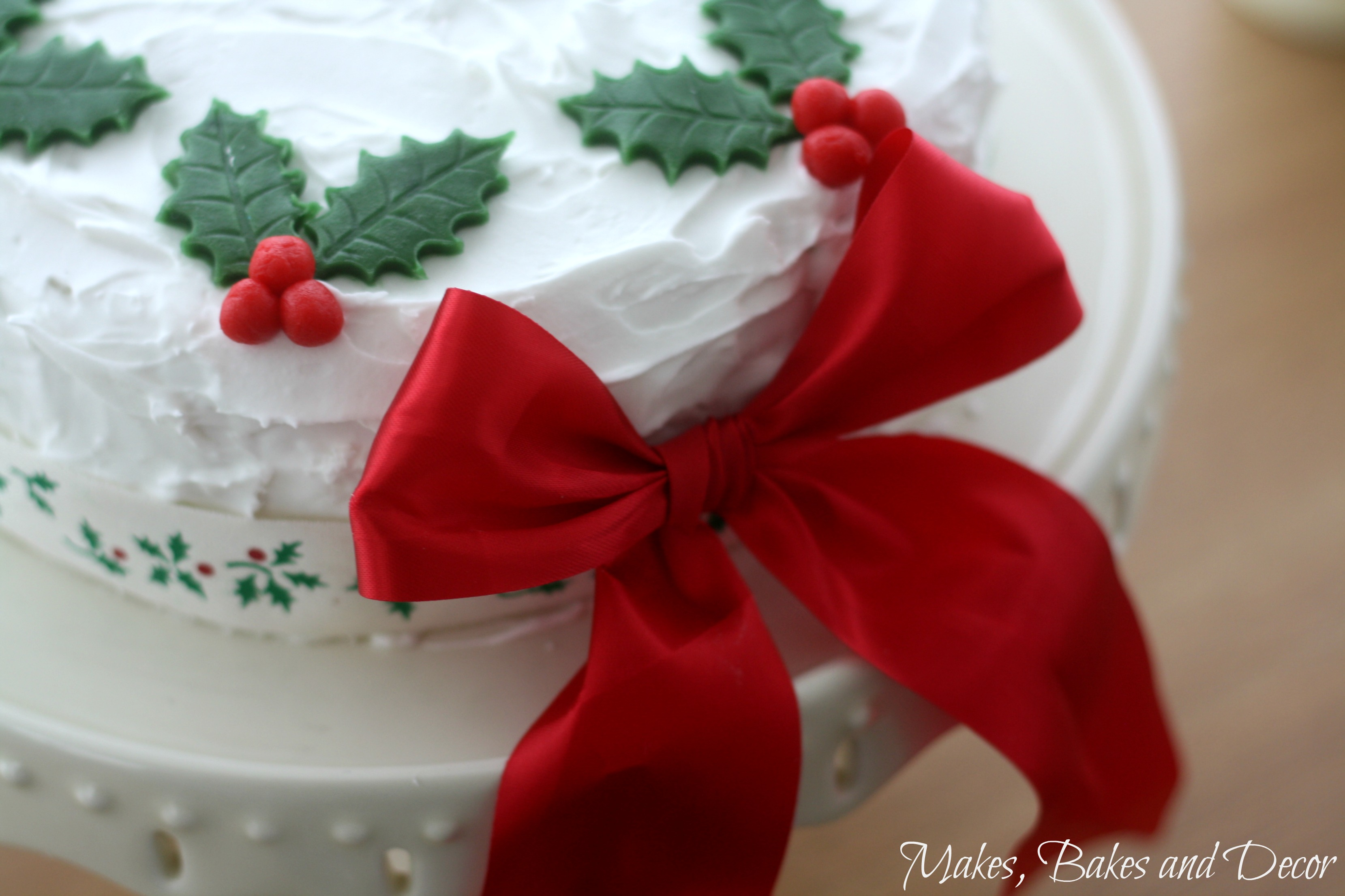 decorating a christmas cake